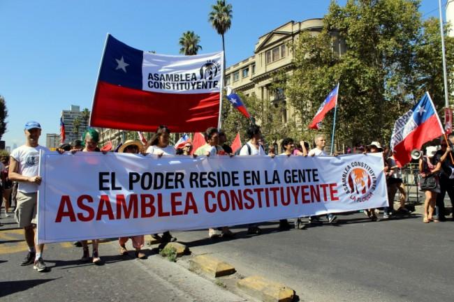 LAS BRUTALES TENSIONES DEL DERRUMBRE DE LOS POLITICOS EN CHILE